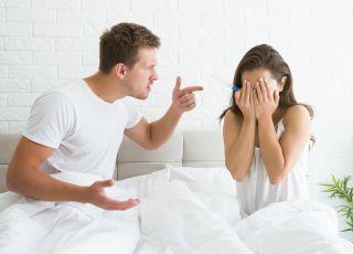 """""""Mój mąż jest o mnie chorobliwie zazdrosny. Śledzi mnie kiedy jestem z córką, a potem przekonuje, że martwił się o dziecko!"""""""