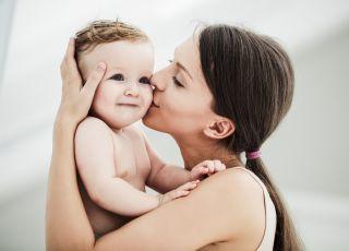 Mózg dziecka rozwija się lepiej, gdy jest ono przytulane