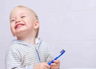 mycie zębów niemowlęciu, prawidłowe mycie zębów, ochrona przed próchnicą, mycie zębów dziecku