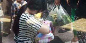Nakarmiła piersią porzucone niemowlę