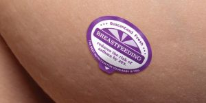 Naklejka na piersi promująca karmienie piersią