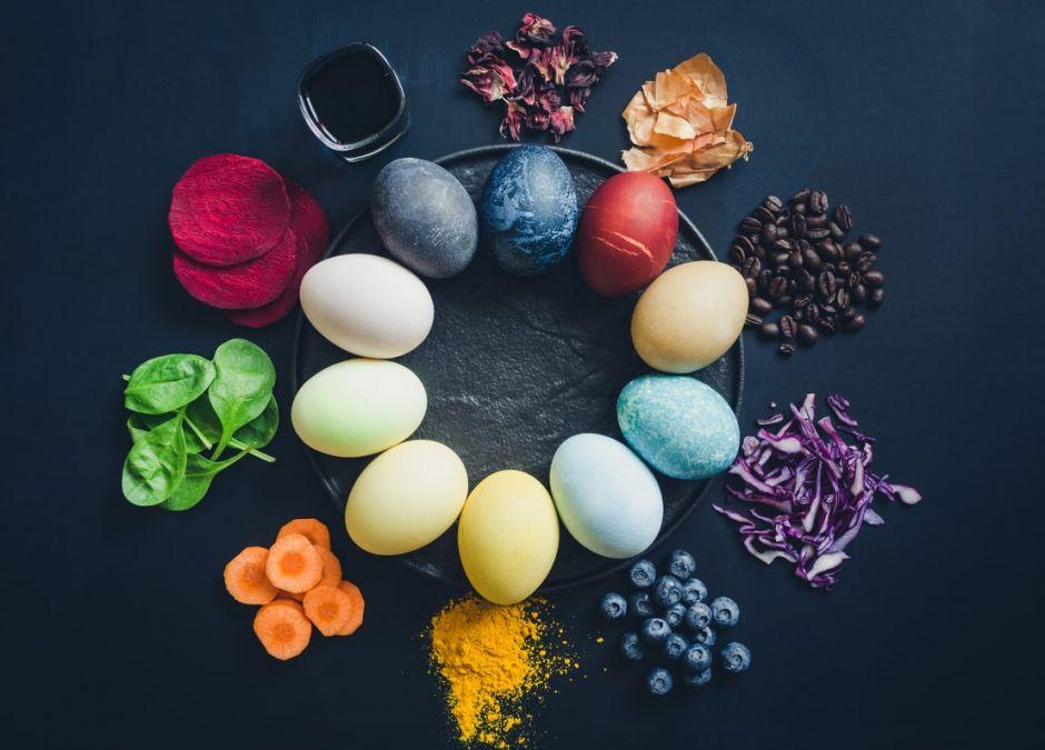 naturalne barwniki do jajek pisanek