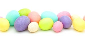 Naturalnie barwione pisanki, barwienie jajek