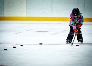 Nauka jazdy gry w hokej