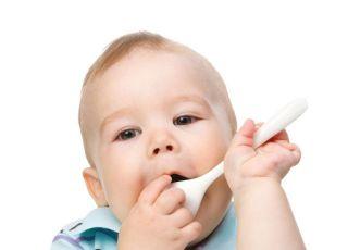 nauka jedzenia, niemowlę, łyżeczka