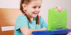nauka języków obcych, angielski dla dzieci, dziecko z laptopem