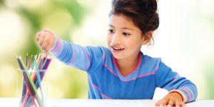 nauka pisania, dziecko, kredki, pisanie, rysowanie