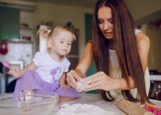 Czy niania powinna gotować posiłki? [WIDEO]