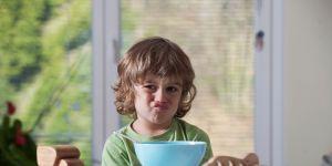 nie-zmuszaj-dziecka-do-jedzenia-to-przemoc