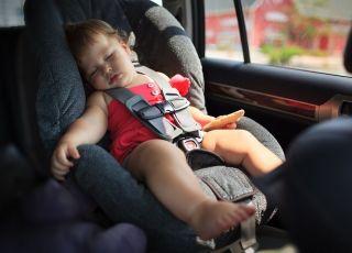 Nie zostawiajmy dzieci w upalne dni w zamkniętych samochodach!