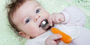niemowlę, karmienie, dieta dziecka, dziecko, łyżka
