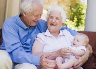 niemowlę, babcia, dziadek, dziadkowie