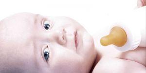 niemowlę, butelka, karmienie butelką