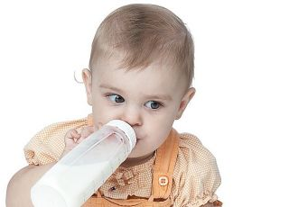 niemowlę, butelka, karmienie butelką, mleko