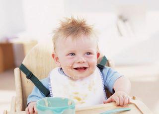 niemowlę, fotelik, nauka jedzenia, kaszka, miska, łyżeczka