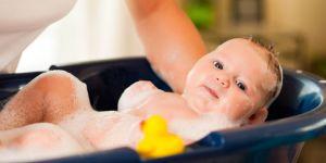 niemowlę, kąpiel, wanienka, pielęgnacja