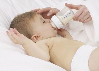 niemowlę, karmienie butelką