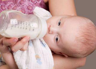 niemowlę, karmienie butelką, butelka