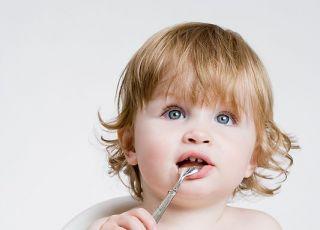 niemowlę, karmienie, fotelik, łyżeczka