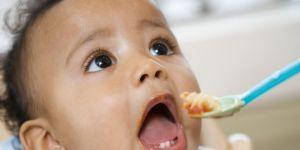 niemowlę, karmienie, rozszerzanie diety, łyżeczka