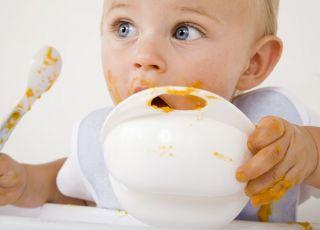 niemowlę, karmienie, rozszerzanie diety, miseczka, łyżeczka