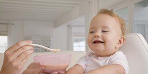 niemowlę, kaszka, karmienie niemowlaka