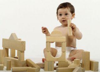niemowlę, klocki, budowla, zabawa