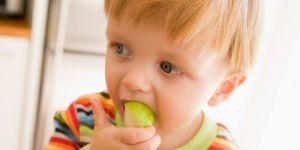 niemowlę, kuchnia, jabłko, owoc