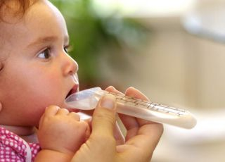 niemowlę, lekarstwo, choroba, kaszel, syrop