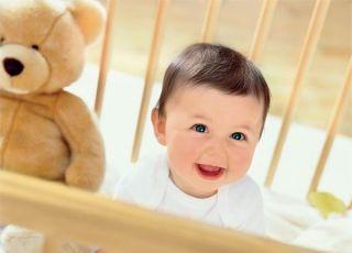 niemowlę, łóżko, uśmiech, maskotka, miś