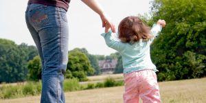 niemowlę, nauka chodzenia