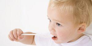niemowlę, nauka jedzenia, kuchnia, jedzenie, łyżeczka