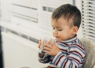 niemowlę nie chce pić wody