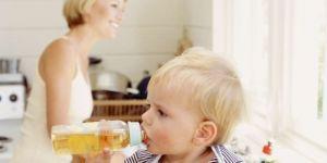 niemowlę, picie przez smoczek