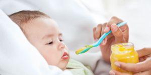 niemowlę, rozszerzanie diety, karmienie, łyżeczka
