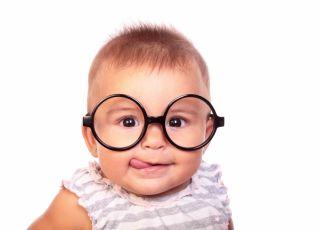 niemowlę w okularach