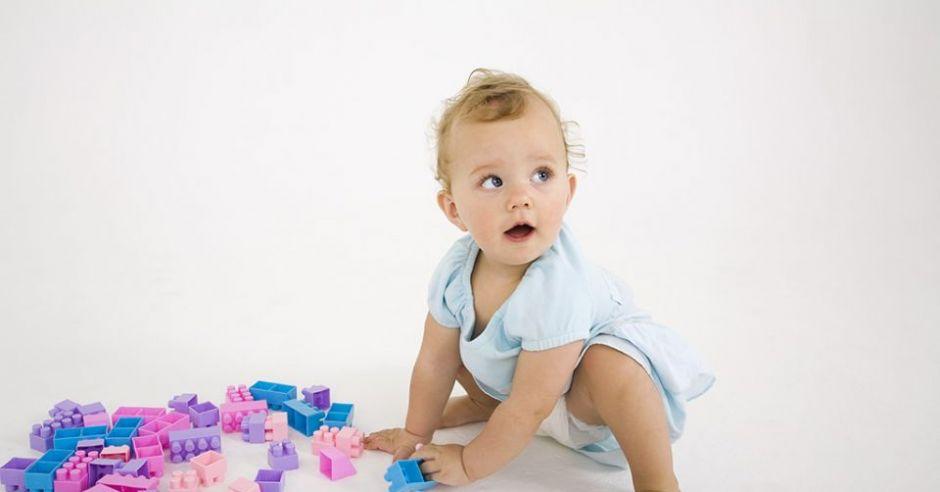 niemowlę, zabawa, klocki
