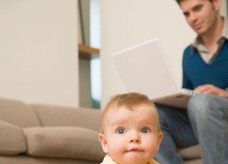 niemowlę, zabawki, tata