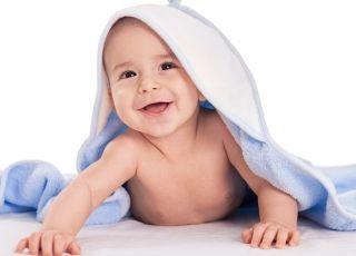 niemowlę zawinięte w ręcznik