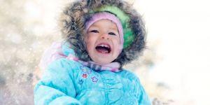 niemowlę, zima, zabawa