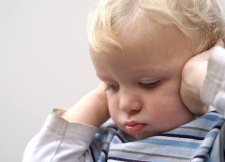 dziecko, ból uszu