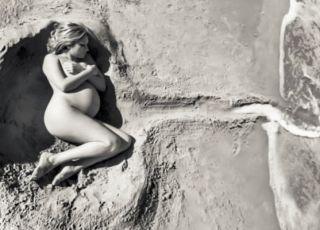 Niezwykłe zdjęcie ciążowe na plaży