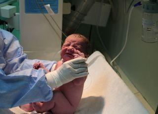 Nowo narodzone dziecko w szpitalu