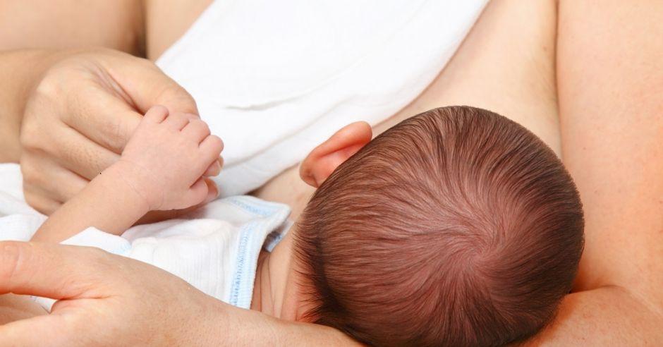 Noworodek, karmienie piersią, dziecko, ssanie piersi, karmienie naturalne