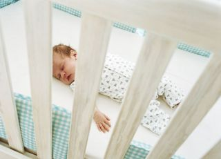 noworodek, łóżeczko, spać, sen