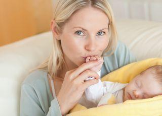 noworodek przesypia karmienie, karmienie piersią