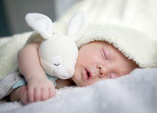 ile śpi niemowlę