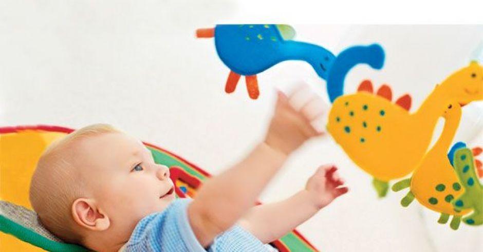 noworodek, zabawki, karuzelka