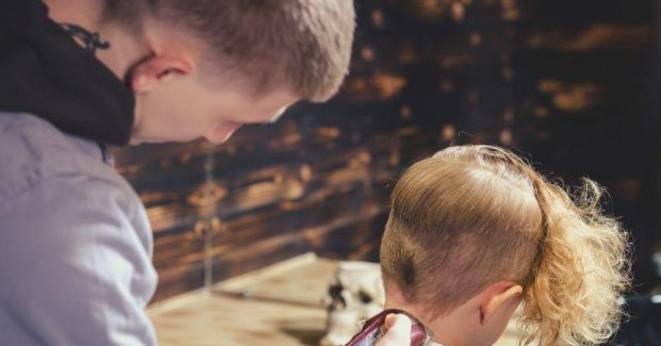obciąć włosy, jeśli dziecko ma wszy?