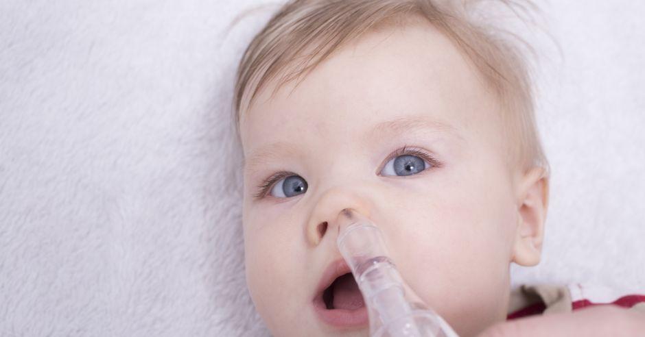Czyszczenie noska u niemowlaka